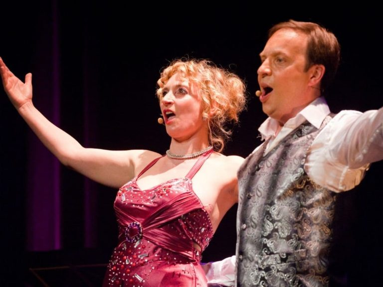 Marian Operette French Cabaret Corporate Events with a duet Singing