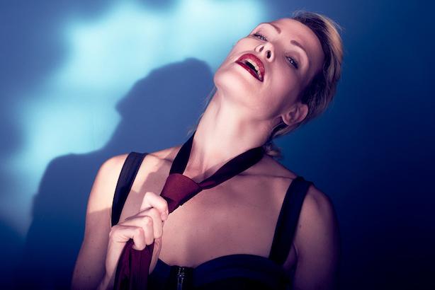 Actor Louise Woodhead ALAIN Ca C'est Paris tour